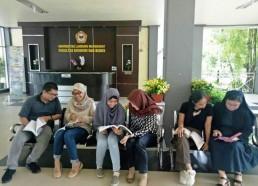 Diskusi di Lobi Fakultas